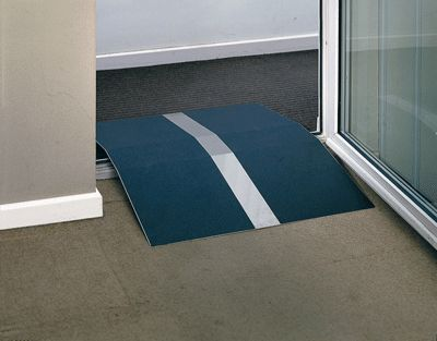 Wheelchair door threshold